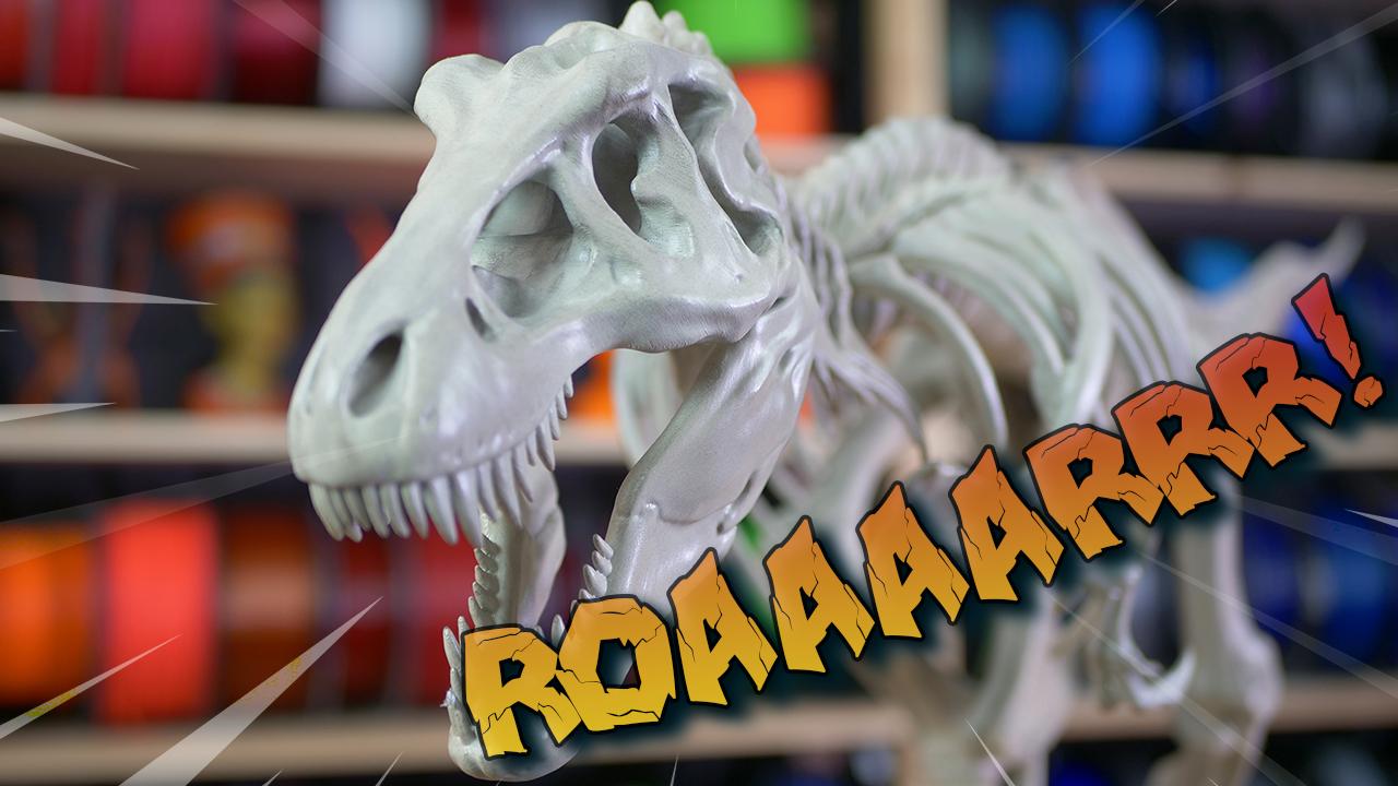 Parádní výtisky z našich kanceláří: T-Rex, motor Subaru WFX a 3D hodiny